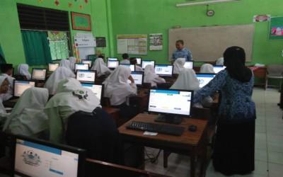 MTsN 6 Tulungagung Akrabkan Siswa Dengan Komputer Melalui Penilaian Tengah Semester
